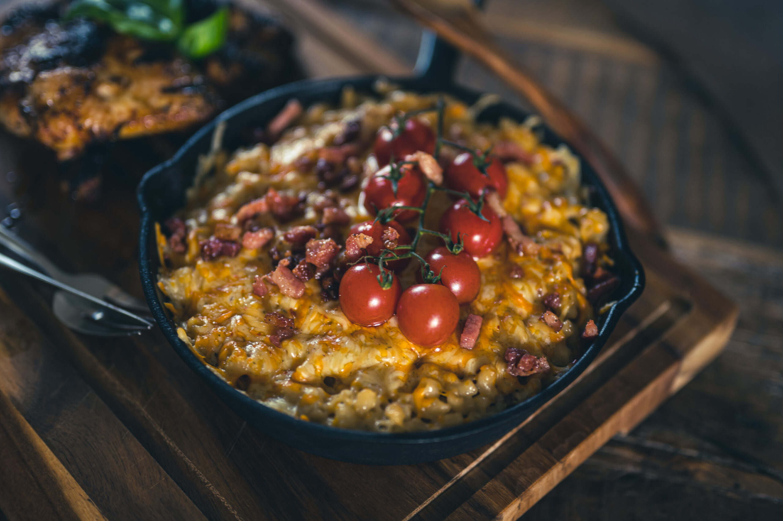 smokey mac and cheese recept en chickenwings-6