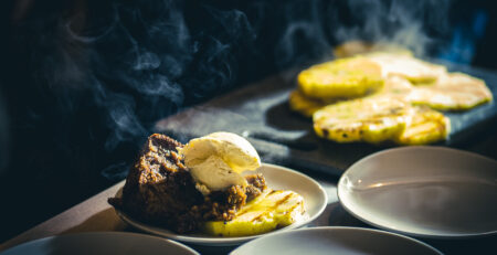 sticky toffee pudding met caramelsaus