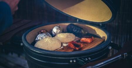 bbq brood op de kamado